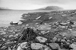 Eroderad strand vid Suorvamagasinet. Ur boken Samebyn-Bilder från Sörkaitum